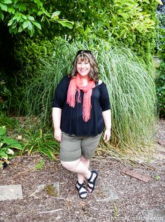 Hailey is sprortin' a simple, laid-back look for staying cool and chic in the summer or on vacation! - DivineMrsDiva.com  #KiyonnaStyle #TorridInsider #Torrid #LaneBryant #Crocs #psblogger #plussizeblogger #styleblogger #plussizefashion #plussize #psootd #ootd #Spring #summer #style #plussizeclothing #plussizecasual #plussizeshorts #coldshoulder
