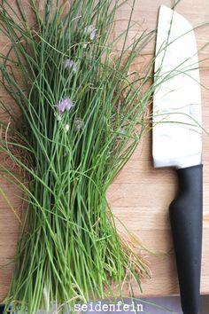 gut abgeschnitten : Kräuter vom Fensterbrett * well cut Herbs from the window sill Dekoblog, Window Sill, Herbs, Windows, Basil, Flowers, Window, Herb, Spice