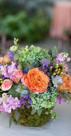 garden style centerpiece - very nice floral arrangement Beautiful Flower Arrangements, Floral Arrangements, Beautiful Flowers, Country Flower Arrangements, Deco Floral, Arte Floral, Floral Design, Bouquet Champetre, Fleur Design