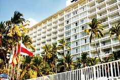 Hotel Elcano, Acapulco, Guerrero, México.  Sobre la playa, frente al Club de Golf.