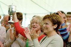 CHRIS WINS WITH THE M CAKE Still of Helen Mirren and Julie Walters in Calendar Girls
