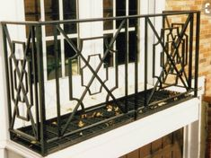 Gorgeous pattern railing The Effective Pictures We Offer You About balcony facade A quality picture can tell you many things. You can find the most beautiful pictures that can be presented to you abou Porch Railing Designs, Front Porch Railings, Staircase Railings, Balcony Railing, Stairs, Iron Railings, Railing Ideas, Deck Railings, Porches
