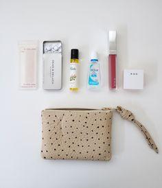 バッグの中身 × bag in bag ☆ - Ducks Home:楽天ブログ Purse Essentials, Fashion Essentials, What In My Bag, What's In Your Bag, Beauty Vanity Case, Inside My Bag, What's In My Purse, Makeup Pouch, You Bag