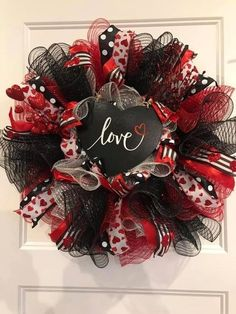 Fascinating House Decoration Ideas For Valentines Day 31 Valentine Day Wreaths, Valentines Day Decorations, Valentine Day Crafts, Easter Wreaths, Holiday Wreaths, Holiday Decor, Flower Wreaths, Valentine Ideas, Valentine Heart