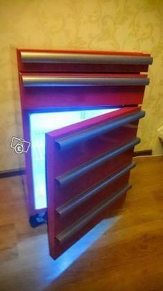Jääkaappi työkalulaatikoilla