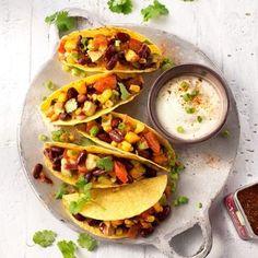 Waan je in Mexicaanse sferen met dit heerlijke recept voor taco's met bonensalade die je perfect op smaak brengt met Original Spices Al-Andalus.