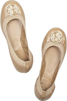 Tory Burch Flats have them in black too! Loveeeee them! Perfect everyday shoes for teaching :) Crazy Shoes, Me Too Shoes, Fancy Shoes, Flat Shoes, Nude Flats, Neutral Flats, Beige Flats, Love Fashion, Fashion Shoes