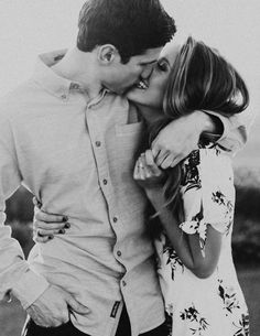 55 Best Engagement Poses Inspirations For Sweet Memories 054 – Engagement Photos Engagement Announcement Photos, Engagement Photo Poses, Engagement Photo Inspiration, Engagement Couple, Engagement Shoots, Engagement Photography, Wedding Engagement, Wedding Photography, Family Engagement Pictures