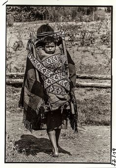 Kupulwe Mapuche American Indian Art, American Indians, Native American, Famous Pictures, Indian Pictures, Southern Cone, Mexican Costume, Canadian Culture, Mother And Child