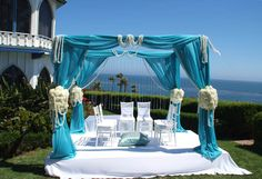 Aqua & Cream Outdoor Mandap - Perfect for a beachside wedding! #mandapstyle #indianweddinginspiration #indianweddingmandaps