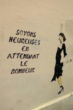 "Miss Tic - street art - Paris 13 - rue des Marmousets (juin Roughly translated to ""Don't worry, be happy"" Banksy, 3d Street Art, Funny Drawings, Sidewalk Chalk, Concrete Jungle, Paris, Land Art, Urban Art, Illustrations"