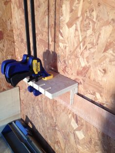 Ideal quick grip holder for a French cleat in a workshop. Ideal quick grip holder for a French cleat in a workshop. Garage Organization Tips, Garage Tool Storage, Van Storage, Workshop Storage, Workshop Organization, Garage Tools, Shed Storage, French Cleat System, Power Tool Storage