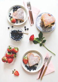 Happy valentine's pancakes day! Pancakes, Waffles, Pancake Day, Fika, Valentine's Day Diy, Be My Valentine, Diy Art, Food Art, Cake Decorating