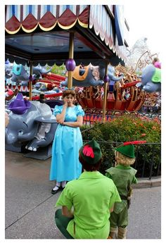Wendy trying to decide which is the real Peter.How cute is that little Peter Pan costume Disney Cast, Old Disney, Disney Love, Disney Magic, Disney Fairies, Tinkerbell, Disney And Dreamworks, Disney Pixar, Disney Parks