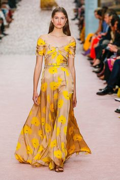 Carolina Herrera Spring 2019 Ready-to-Wear Fashion Show Collection: See the complete Carolina Herrera Spring 2019 Ready-to-Wear collection. Look 33
