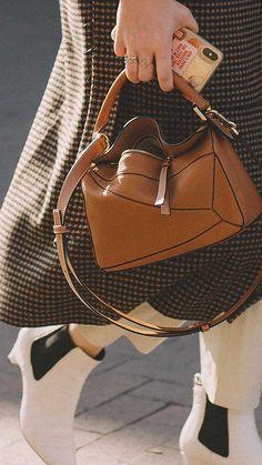 16 Best Handbags of Fashion Week Street Style — Sarah Styles Seattle Popular Handbags, Best Handbags, Purses And Handbags, Leather Handbags, Cheap Handbags, Cheap Purses, Cheap Bags, Popular Purses, Summer Handbags