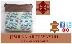 Cosmetiquera, elaborado en cuero y tejido Wayuu.