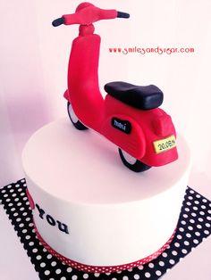 Vespa cake - tarta fondant vespa - tartas personalizadas Valladolid - tartas fondant Valladolid Cake Cookies, Cupcakes, Fondant Tips, Vespa, Fathers Day, Biscuits, Birthdays, 1, Sugar