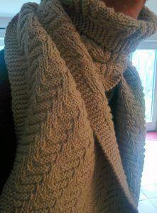 Tuto écharpe facile à réaliser : un soupçon de concentration, une laine aran ou worsted, des aiguilles adéquates et bien sur le modèle ci-dessous !