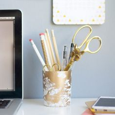 Marbling with liquid gold is easy and gorgeous! Up your desk game with a simple gold marbled pencil cup.