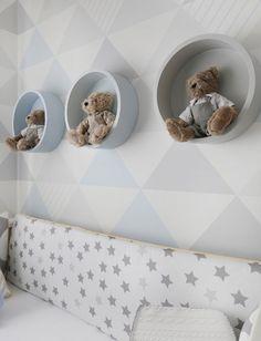 Quarto de bebê com decoração geométrica em cinza e azul - Constance Zahn   Babies & Kids Baby Bedroom, Baby Boy Rooms, Baby Room Decor, Nursery Room, Kids Bedroom, Home Entrance Decor, Baby Frame, Geometric Decor, Room Paint Colors