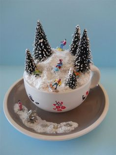 2019 Christmas Scene in Teacup DIY Ideas Christmas Scene in Teacup; Christmas Can Christmas Cup, Christmas Fairy, Christmas Scenes, Miniature Christmas, Christmas Villages, Vintage Christmas, Centerpiece Christmas, Christmas Candles, Christmas Tree Decorations