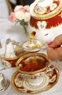 I CAN BELIEVE THE BEAUTY OF THIS TEA SET...