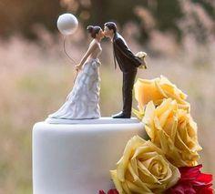 ケーキデザイン141 フーセンと花束を持って誓いのkissケーキトッパー