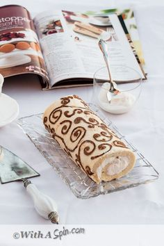 Step by step instruction to make decorated Swiss Roll. Use gluten free cake flour for a gluten-free designer cake roll Swiss Roll Cakes, Swiss Cake, Baking Recipes, Cake Recipes, Bolo Cake, Cake Tutorial, Cakes And More, Just Desserts, Italian Desserts