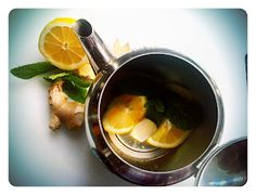 One of my favourite hot drinks: lemon, fresh ginger (peel it first) and a few mint leaves from the garden. All into the teapot, add boiling water and let it rest for 5 minutes. Serve with honey, if you like.