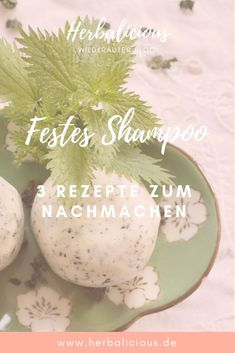 Make a firm shampoo yourself - that& how it works- Festes Shampoo selber machen – so gehts Solid shampoo not only does the hair good but also the environment. You use a lot less garbage and you can make it super easy yourself. Diy Shampoo, Solid Shampoo, Shampoo Bar, Natural Hair Care, Natural Hair Styles, Hair Care Brands, Diy Hair Mask, Diy Bar, Natural Cosmetics