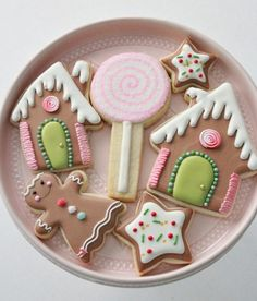 Royal Icing Cookie Decorating Tips Cute Christmas Cookies, Christmas Sweets, Holiday Cookies, Christmas Baking, Christmas Gingerbread, Gingerbread Decorations, Xmas, Holiday Baking, Gingerbread Cookies