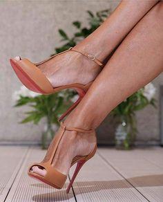 Shoesinyo  SnapChat: shoesinyo #fashion #moda #fashionista #streetstyle #stylish #heels #happy #womenstyle #stylegram #styleaddict #fashionstyle #vogue #dailystyle #fashionheels #streetchic #fashion #love #hemtarzhemtrend #fashionisnpo #fashiondiaries #fashionista #fashiongram #fashionable #instastyle #instagood #streetlook #fblogger #stylebloggers
