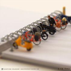 日本のアーティストが制作した「ミニチュアカレンダー」。クオリティが高すぎる!