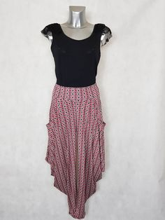 6138d5c162c7a Look #Pantalon femme #sarouel rouge motif #minimaliste et top dentelle noir  taille #