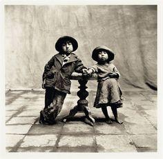 In seiner ersten Serie jenseits der Glamourfotografie porträtierte Penn 1948 peruanische Kinder.
