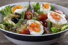 Salad Nicoise(without anchovies) Nicoise Salad, Cobb Salad, Vegan Vegetarian, Vegetarian Recipes, Healthy Recipes, Mediterranean Recipes, Greek Recipes, Potato Salad, Salad Recipes
