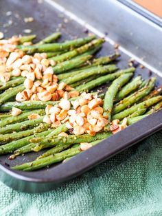 #Vegan #pesto baked green beans with almonds made for the perfect #meatless #appetizer or #sidedish