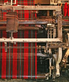 Overhead view of a mechanical loom making tartan. (Mill is not far from the castle entrance. They also have a great display of how tartan was used through it's history. Scottish Tartans, Scottish Highlands, Scottish Thistle, Harris Tweed, Monuments, Edinburgh Castle, Castle Scotland, Scotland Uk, Edinburgh Scotland