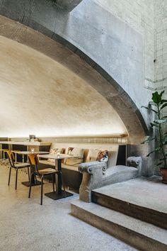 Café in de voormalige wijnkelders. Huis Roodenburch, Dordrecht. Interior Designers Jolanda Branderhorst & Esther Canisius.