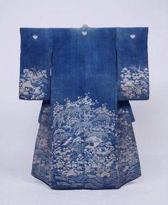 I love beautiful kimonos. Motif Kimono, Kimono Design, Kimono Pattern, Kimono Fabric, Blue Kimono, Japanese Textiles, Japanese Patterns, Japanese Fabric, Japanese Design