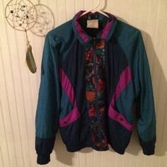vintage windbreaker windbreaker, elastic in the sleeves and the bottom. size:small West side Jackets & Coats