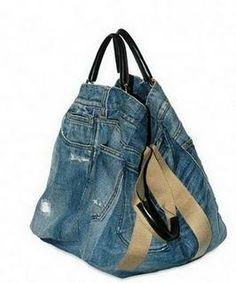 Dolce & Gabbana propose for the new bag collection, Spring / Summer a return to the classic and timeless fabric in jeans and creates the uses it-bag Dolce And Gabbana Blue, Dolce Gabbana, Jean Diy, Look Casual Chic, Jean Purses, Denim Purse, Denim Ideas, Boho Bags, Recycled Denim