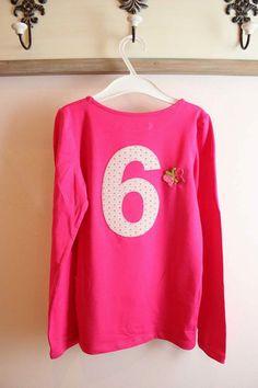 """Longleave Shirt Mädchen mit """"Ich bin schon"""" beflockt und einer """"6"""" appliziert."""