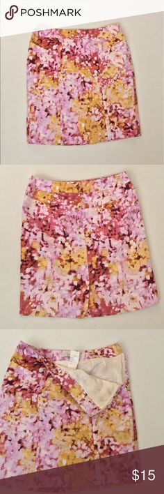Loft skirt Simple  summer Loft skirt size 0P new with tags. In excellent conditions!no rips or stains. LOFT Skirts Midi