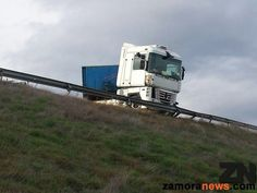 Camión articulado accidentado