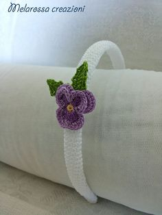 Cerchietto gioiello bianco con violetta di MelarossaCreazioni