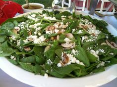 Spinach, Mushroom and Goat Cheese Salad 600x600 1348848330627 156