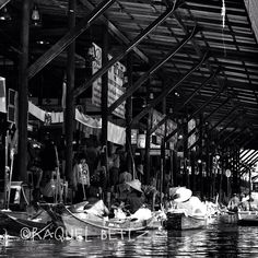 Floating Market, Thailand - @rbetiz | Webstagram Places To Travel, Places To Go, Asian Market, Places Ive Been, Thailand, Around The Worlds, Marketing, Darkness, Destinations