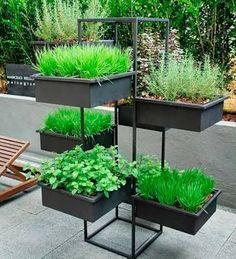 Resultado de imagen para jardineras con madera de palets